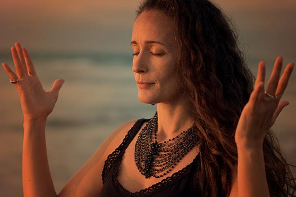 El camino del amor: Kundalini Yoga, meditación y canto
