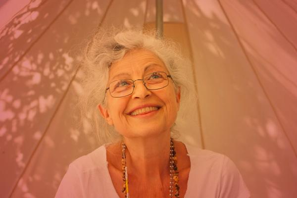 Isabel Solana – Hari Dev